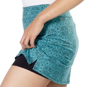 tranquility   turquoise patterned workout skirt, L